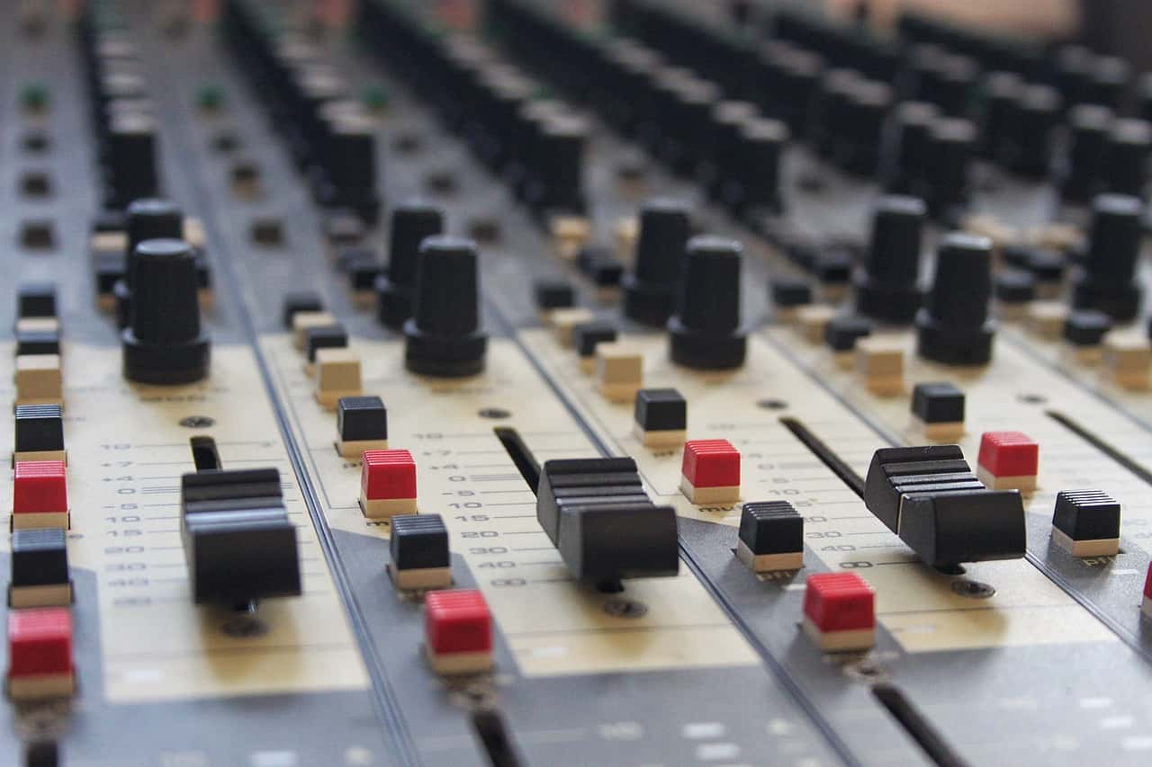 mixing-desk-994710_1280